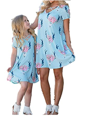 f63b973066b Amazon.com  Sunward 1pc Family Matching Clothes Outfits Mommy and Me Floral  Summer Beach Dress  Clothing