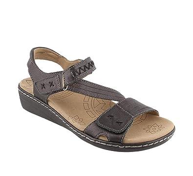 e9a474484025 Taos Footwear Women s Zenith Black Sandal 6 B (M) US