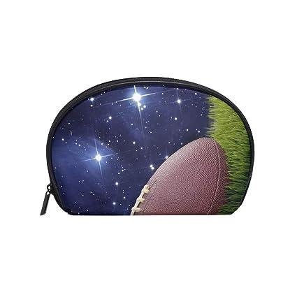 Neceser de maquillaje con diseño de balón de fútbol sobre césped ...