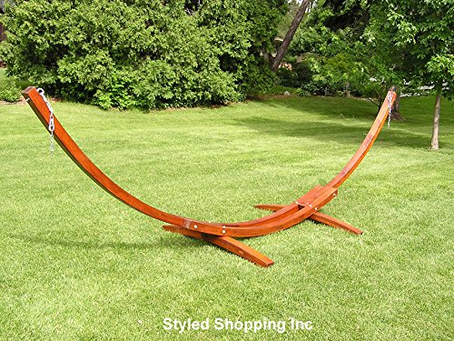amazoncom deluxe wood arc hammock stand including two person blue and white quilted hammock patio lawn u0026 garden