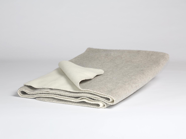 Yumeko Decke - Wolldecke - Merinowolle - Naturfarben  Grau Weiß - Grau Weiß - warm - feuchtigkeitsabsorbierend - atmungsaktiv - Schurwolle von Merinoschafen - ökologisch
