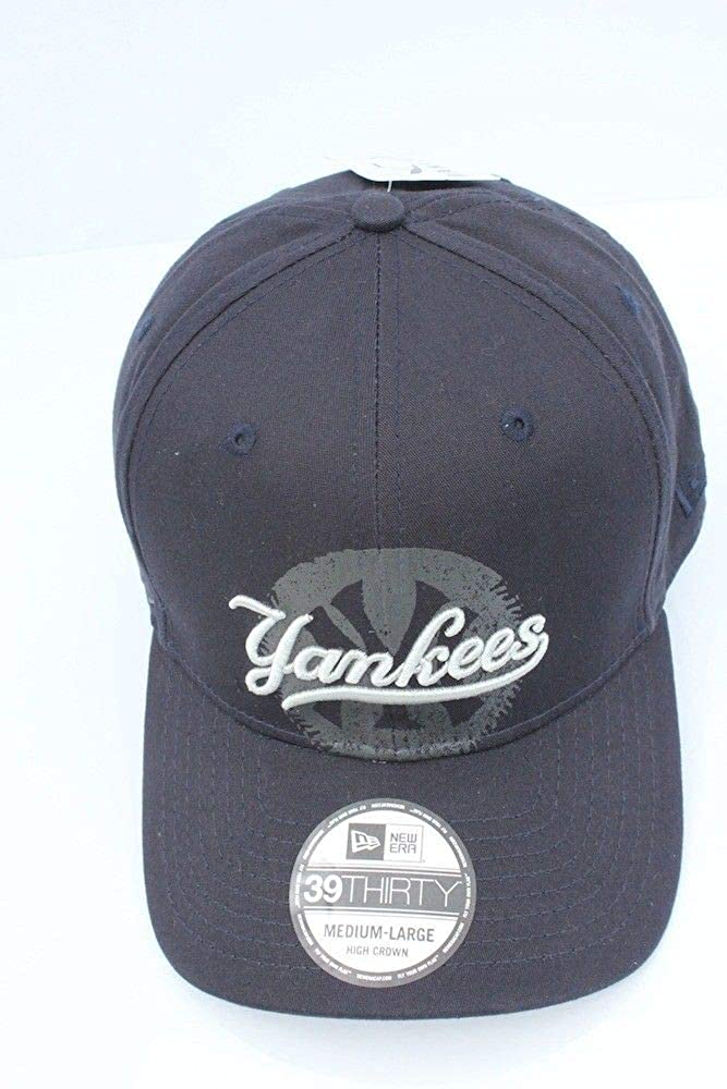 344e7f2700117 Amazon.com  Oakley New York Yankees New Era MLB Core Classic 39THIRTY Cap  Jet Black Size M L  Clothing