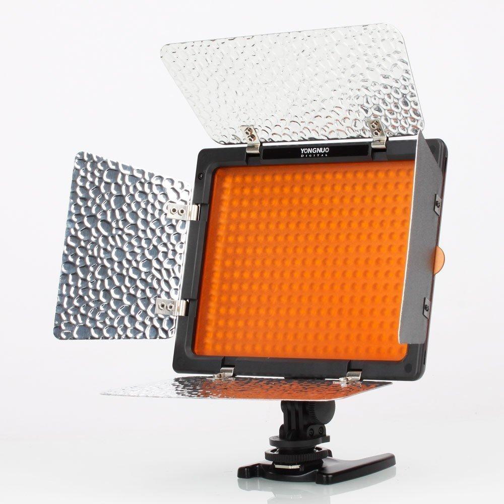 IR Remote Yongnuo YN-300 LED Illumination Dimming Video Light Luce Video Per Canon 5D,7D,50D,60D,500D,550D,600D,1000D,1100D; Nikon D700,D300,D400,D200,D90,D60,D3,D2,D1,D7000,D5000,D3100,D3000 Con Batteria E Caricabatteria