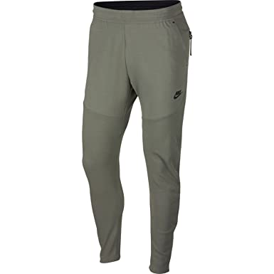 c70b14ca7c38 Amazon.com  Nike Mens Tech Fleece Pack Sweatpants  Clothing