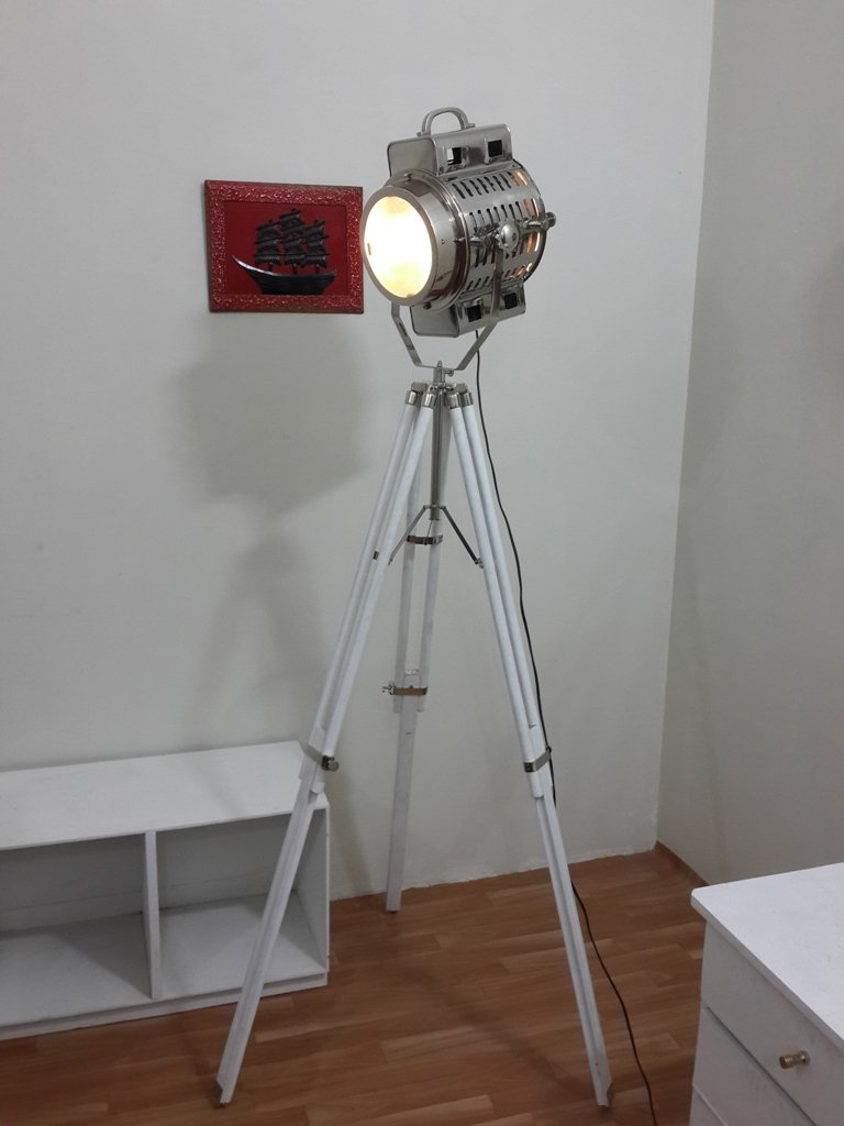 Thor Vintage Spotlight Tripod Floor Lamp White Antique Wooden Tripod Spot Light