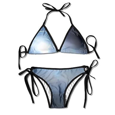 Amazon.com: Hombre de pie en haz de luz de UFO Bikini mujer ...