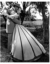 Clark Gable 8 x 10 Photo Gone With the Wind Clark Gable/Rhett Butler Embracing Viven Leigh/Scarlett O'Hara kn