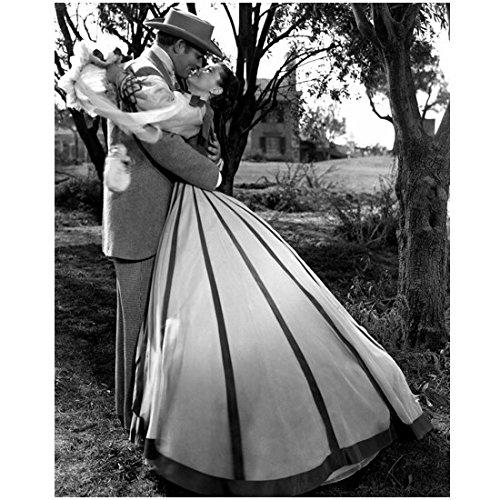 (Clark Gable 8 x 10 Photo Gone With the Wind Clark Gable/Rhett Butler Embracing Viven Leigh/Scarlett O'Hara kn)
