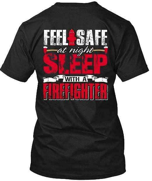 Amazon.com: Sleep con una camiseta de bomberos que se siente ...