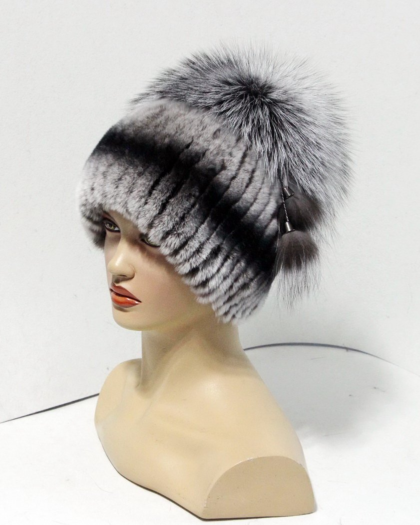 Women's fur hat on a knitted basis with Pom Pom from the fox (Grey)
