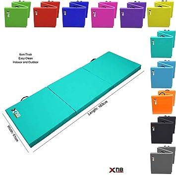 Esterilla para yoga plegable en 3 de Xn8 Sports. Espuma resistente con grosor de 6 cm; ideal apra practicar yoga, para el gimnasio, entrenamientos en casa, acampadas o abdominales, turquesa