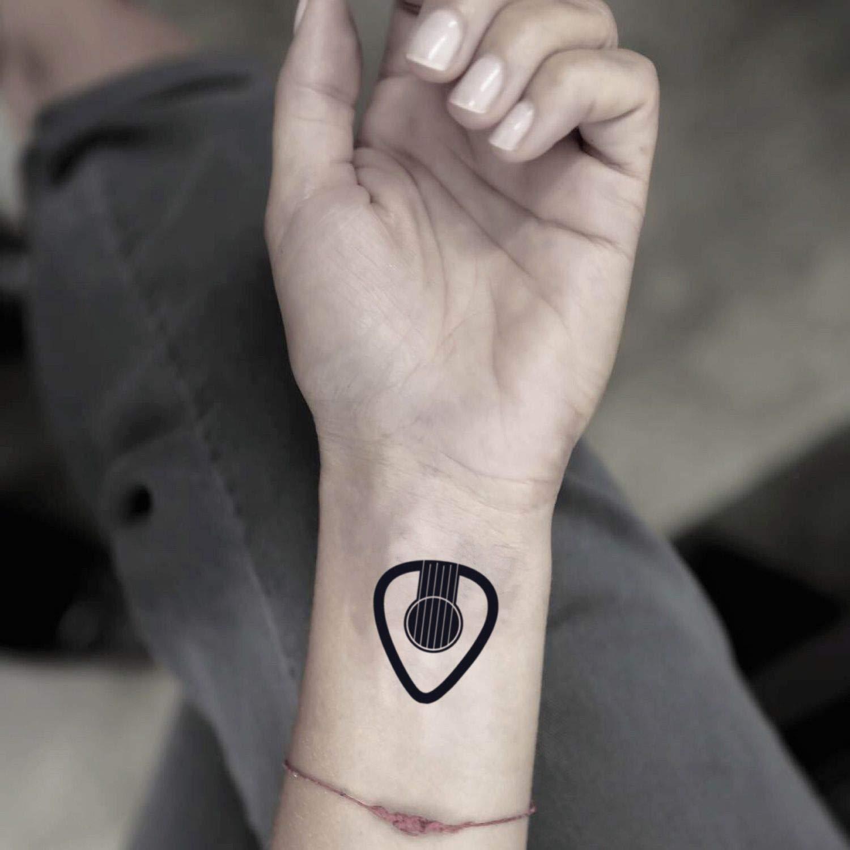 Púa de guitarra etiqueta engomada falso temporal del tatuaje (Juego de 2) - www.ohmytat.com: Amazon.es: Belleza