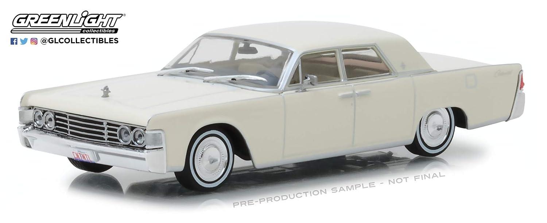 Greenlight 86328 1 43 1965 Lincoln Continental Wimbledon White