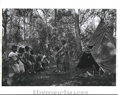(Vintage Photos Historic Images 1991 Press Photo Steve Froehle Dressed as Trapper Shares Skill at Discovery Camp - 8 x 10 in)