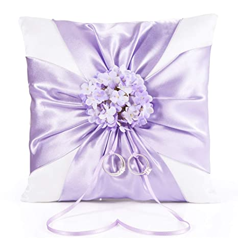 Blanco elegante anillos de boda almohada morado satinado ...
