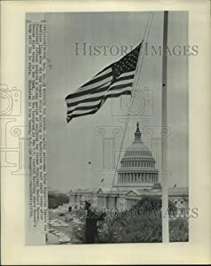 Historic Images -1964 Press Photo Capitol Flag at Half Staff - Former President Herbert Hoover