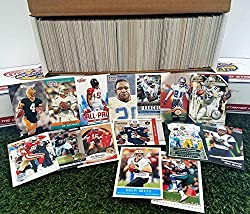 600 miscellaneous football cards from all brands ranging in years from 1970 to present Jumbo starter kit. Each 600 card lot is full of your favorite players plus we GUARANTEE that you'll receive at least 1 each of the following superstars. Tom Brady,...