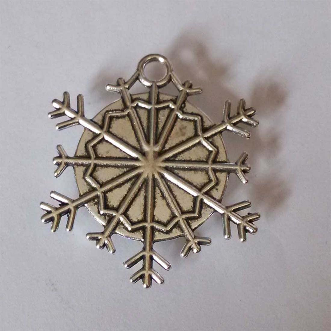 GiftJewelryShop Ancient Style Silver Plate Olympics Fencing Competition Snowflake Charm Pendant Necklace