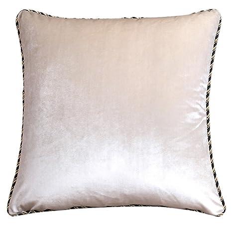 Terciopelo beige almohada cojín cojines de un sofá de color ...