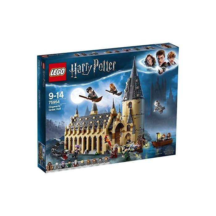"""61sw%2B112pYL Incluye 10 minifiguras: Harry Potter, Ron Weasley, Hermione Granger, Draco Malfoy, Susan Bones, la Profesora McGonagall, el Profesor Quirrell con la cara de Lord Voldemort por el otro lado, Hagrid, Albus Dumbledore y Nick Casi Decapitado; incluye también modelos para construir de un Basilisco y Fawkes, así como figuras de Hedwig y Scabbers Contiene modelos para construir del Gran Comedor y una torre El Gran Comedor cuenta con mesas, mesa presidencial con asientos, una chimenea, 2 estandartes reversibles con los emblemas de las casas, 4 velas """"flotantes"""", comida, escobas, un trofeo y una tetera"""