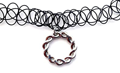 c62597b04585 Círculo de trenzado de Gargantilla collar del encanto del tatuaje elástico  negro Vintage Retro 80s 90s elástico de diseño de Henna  Amazon.es  Joyería