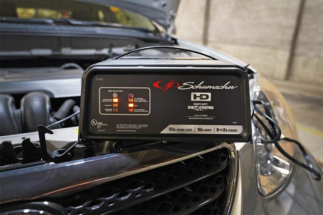 Schumacher SC1361 12V Fully Automatic Battery Charger and 10//50A Engine Starter