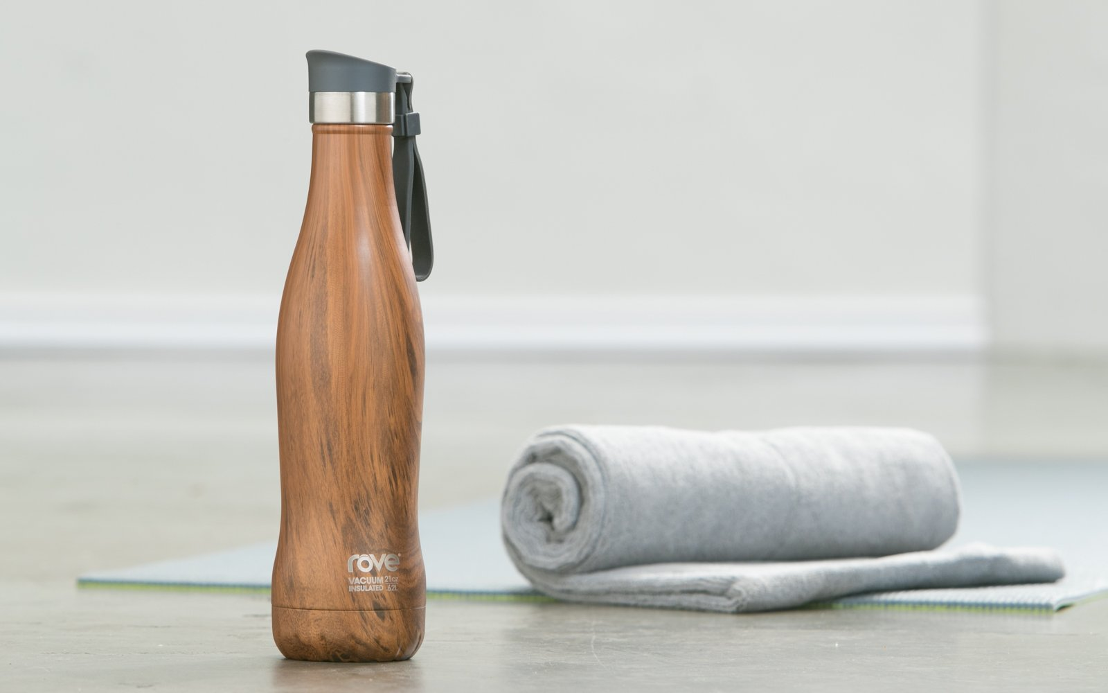 ROVE 21oz Double Wall Stainless Steel Vacuum Insulated Bottle With Push Lid And Carabineer - Let's Go Wood (Brown)