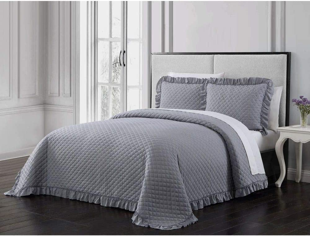 3 Piece Traditional Style Silver Gray Quilt Beautiful Solid Color Crosshatch Stitched Design Wide Ruffle Trim Borders Pattern Classic Luxe Shabby Chic Quilt Queen Soft Smooth Surface Farmhouse Bedding