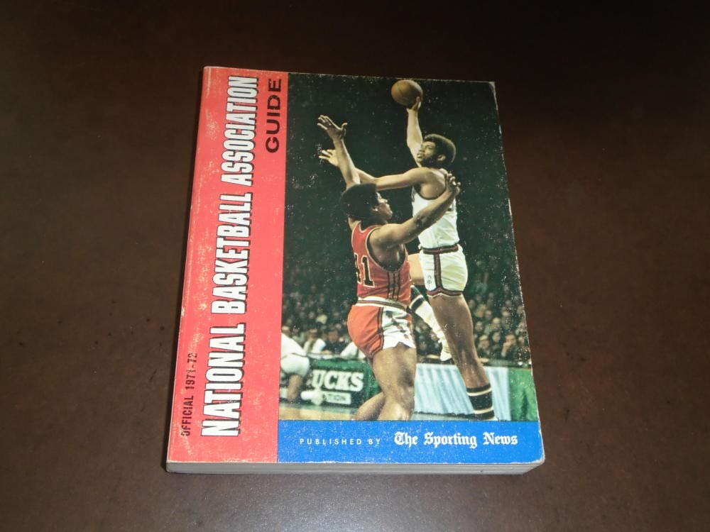 1971 1972 TSN THE SPORTING NEWS NBA BASKETBALL LEAGUE GUIDE ALCINDOR COVER