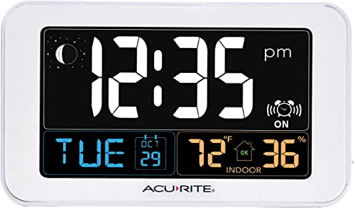 AcuRite Intelli-Time Alarm Clock with USB Charger, Indoor Temperature and Humidity 13040CA