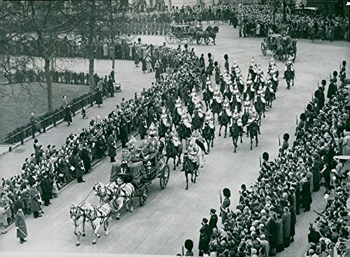 Vintage photo of King Georg VI arrives at the opening of parliament