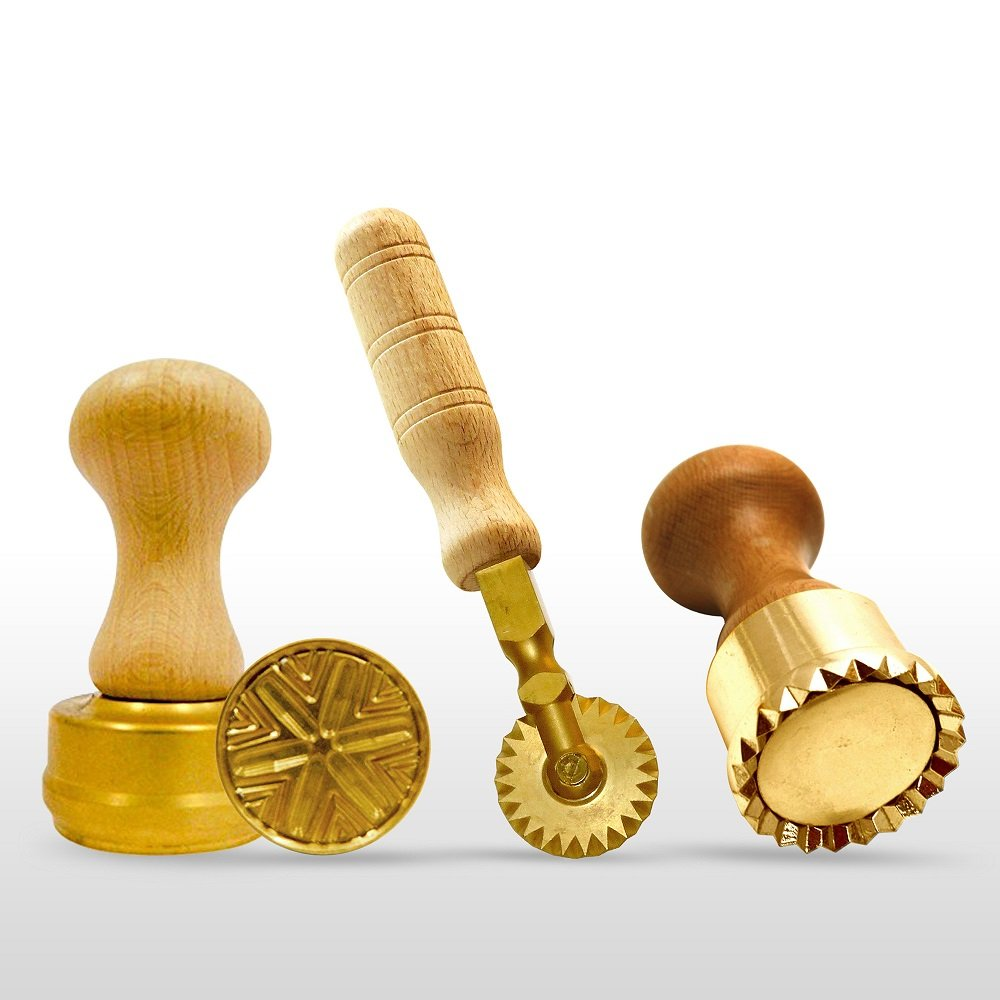 LaGondola Bundle : 1 Round Corzetti Stamp , 1 Round Professional Ravioli Stamp 50 mm and 1 Pasta Cutter Festooned in Brass and Natural Wood by LaGondola