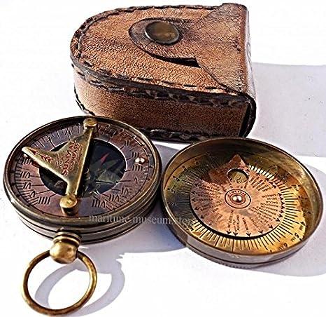 d2a3256779fe Bolsillo reloj mundo reloj calendario brújula con funda de piel. C-3005   Amazon.es  Deportes y aire libre