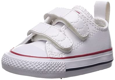 6fd868d236e981 Converse Girls  Chuck Taylor All Star 2V Leather Low Top Sneaker White 2 M  US