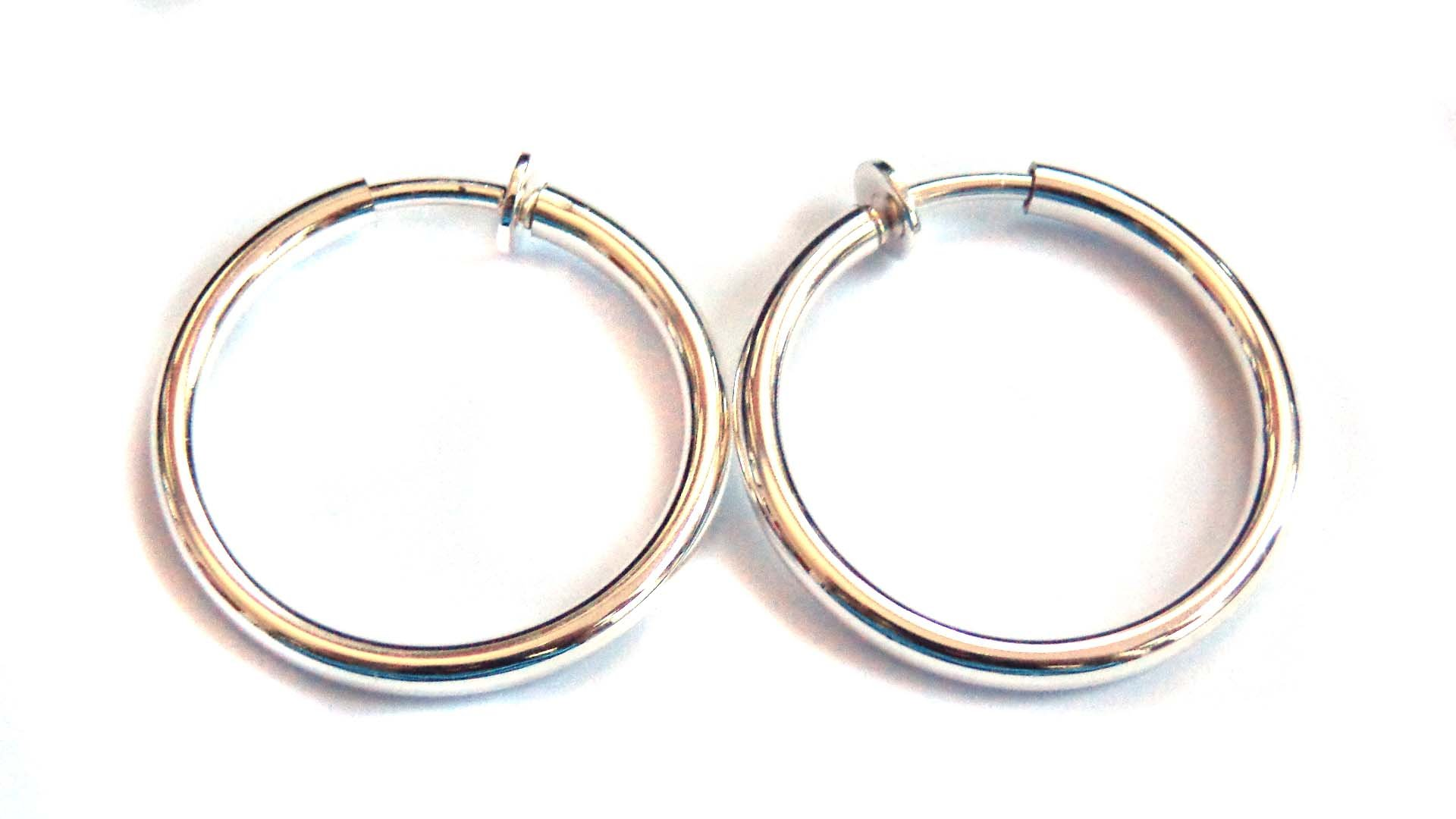Clip-on Earrings Round Shiny Hoop Gold Or Silver Tone 1 inch Hoops Hypo-Allergenic (silver)