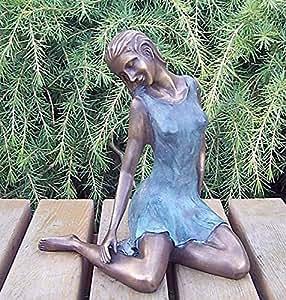 Mujer träumend, Figura de bronce