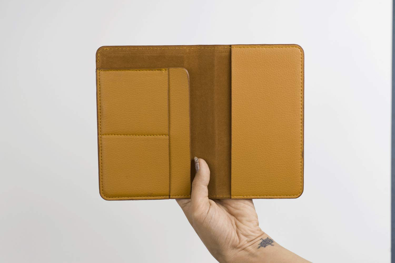 Travel Leather Passport Holder//Cover//Wallet/_SUPERTRAMPshop Name Customized Born To Roam