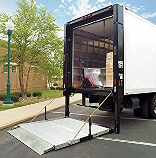 LIFTGATE for DRIVER Unloading the cabinet CURBSIDE