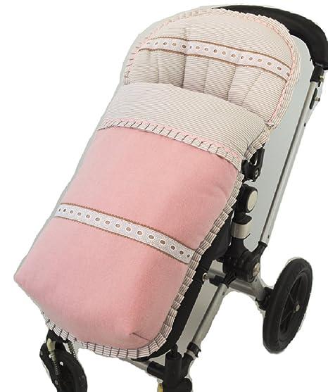 Saco funda de silla de paseo en paño rosa, pique de raya camel y detalle de pasacintas y piquillos en camel. Fabricado en España