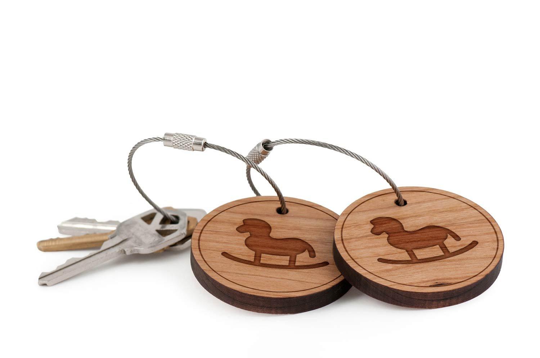 Amazon.com: De madera caballo llavero, madera Twist Cable ...