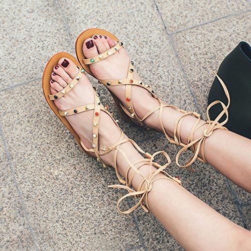 Verano Nuevo Vendaje Femenino Sandalias De Cuero Remache De Fondo Plano De Los Zapatos Grandes Astilleros Romano Calzado De Playa Yellow