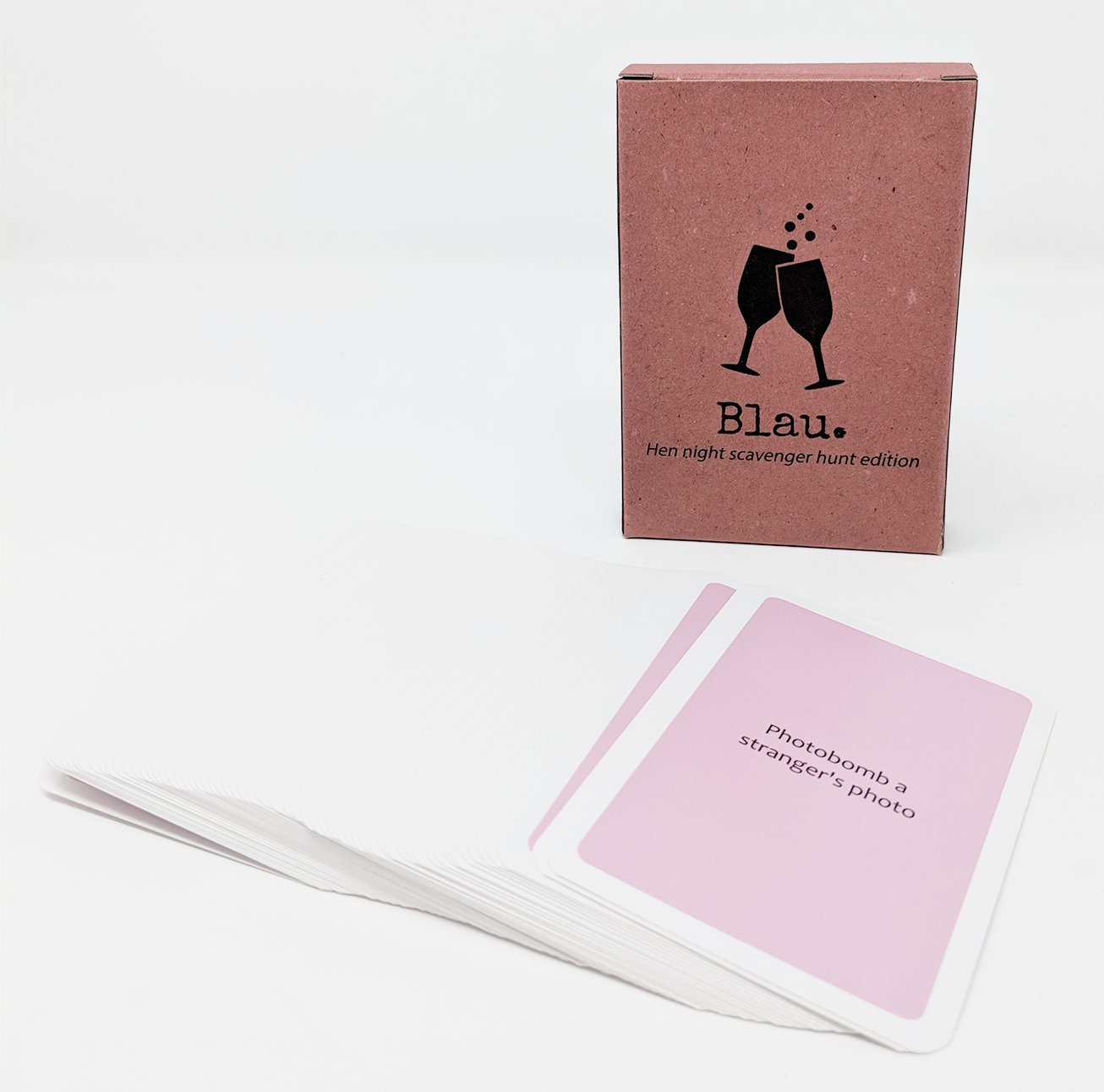 Hen Do Games: Hen Night Scavenger Hunt Game (60 Cards!) for Bridal Shower or Girl's Night Out Blau.