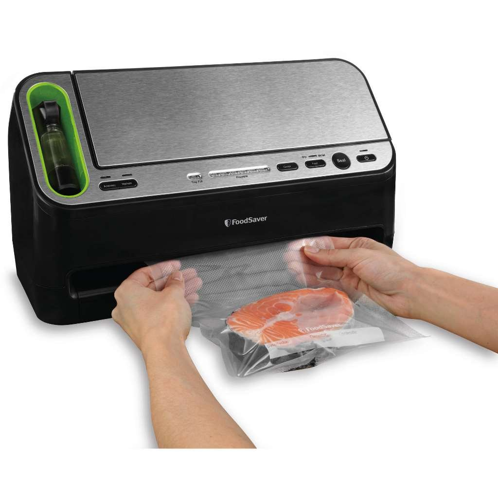FoodSaver 4400 Series 2 in 1 Vacuum Sealer (Black) by FoodSaver