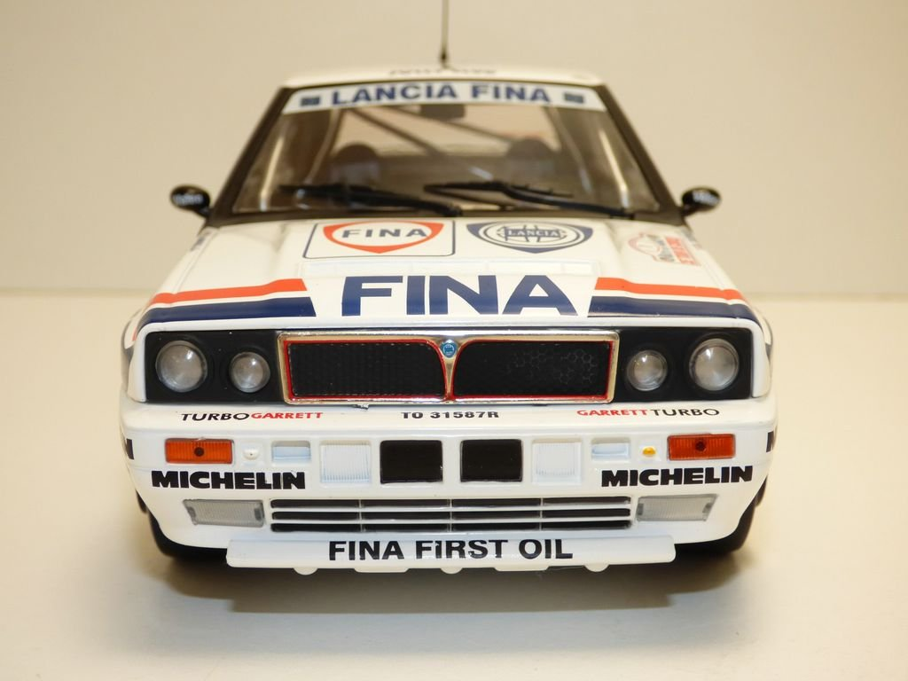 Amazon.com: Solido S1800801 1:18 Lancia Delta Integrale - 1991 Tour De Course #1 Race Car, White: Toys & Games
