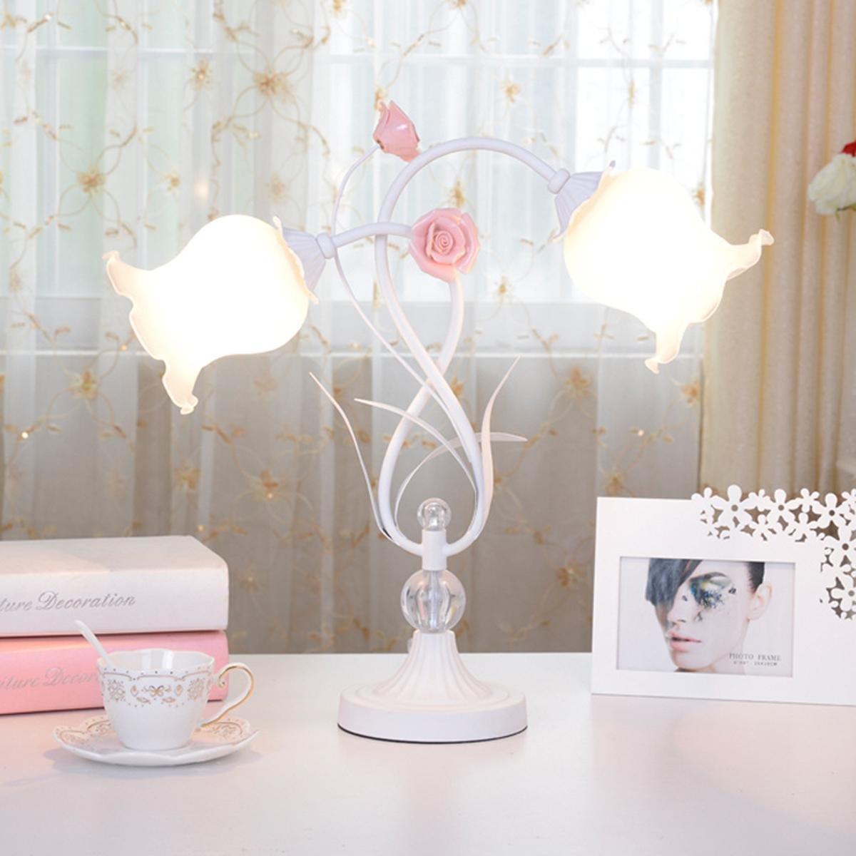 Bauernhaus-Stil Doppel-Kopf Tischlampe mit Rosen Schatten Dekoriert ...