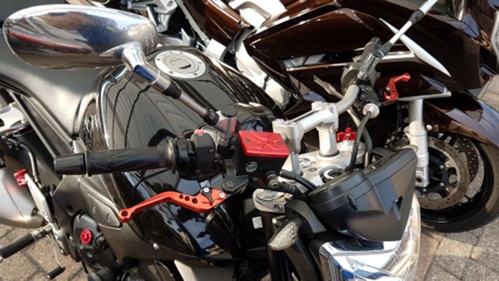 Fluido de Freno Delantero Depósito de Combustible tanque Front Brake Reservoir Fluid Cap par Yamaha MT-07 MT-09 FJR1300 XJR1300 FZ1 FZ6 Fazer FZ8 XJ6(Rojo): ...