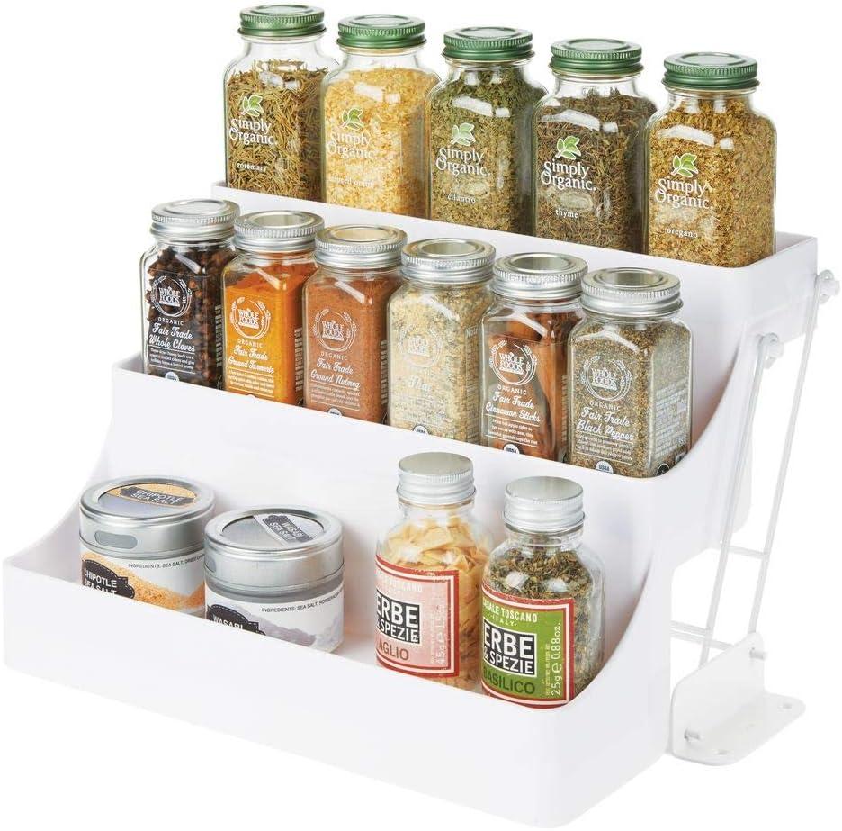 mDesign Organizador de especias para cocina con 3 niveles – Mueble especiero de plástico sin BPA con estantes desplegables – Organizador de armarios de cocina compacto para condimentos – blanco