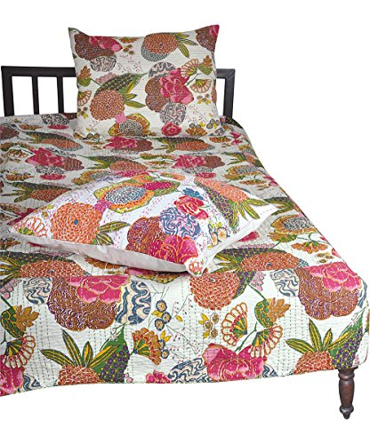 Karma Living White J Rally Floral Quilt   Queen With Shams
