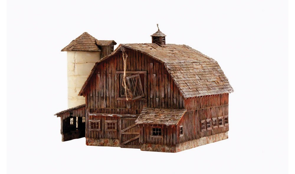 Woodland Scenics 4932 N Built-Up Old WeatheROT Barn