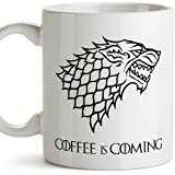 MUGFFINS Taza Parodia de Juego de Tronos - Game of Thrones Mug - El café se Acerca/Coffee is Coming - Escudo de la casa Stark - Tazas de Series - 350 ml …